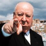 Hitchcock señalando